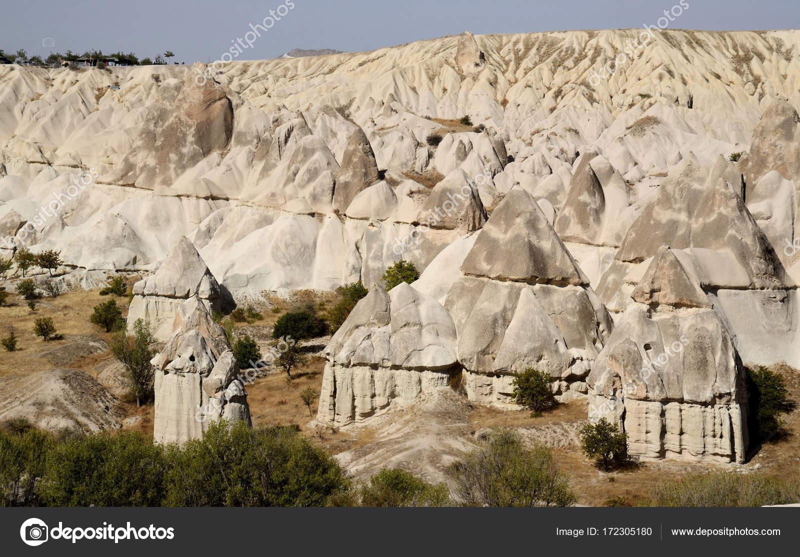 Formations De Roche Geologique De Cheminee De Fee Dans La Vallee De