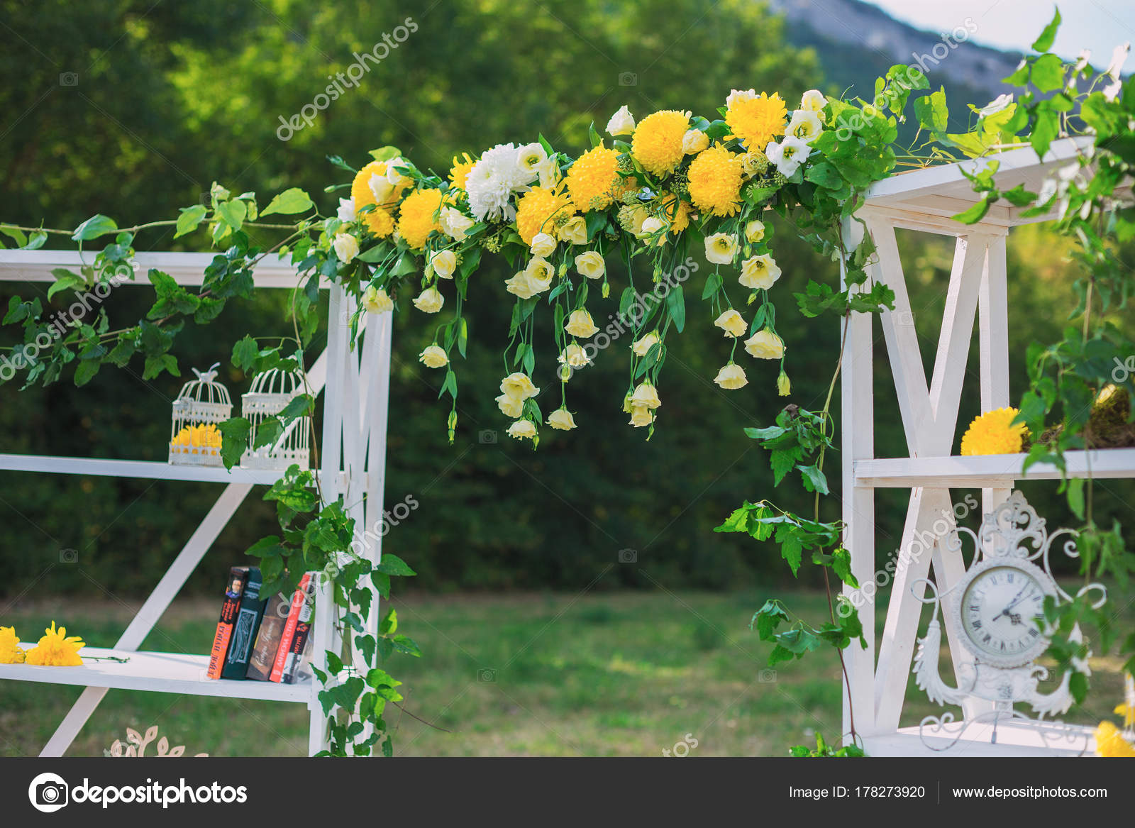 Svatebni Vyzdoba Svatba Na Desku Zelene Pozadi A Hory Svatebni