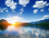 Horské jezero vody