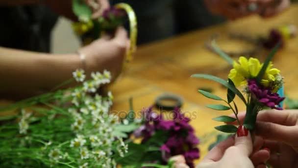 Hlavní třída květinář aby květinové prsten.