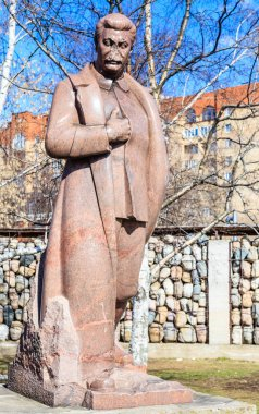 Monument to Joseph Stalin against the background of the sculptural composition