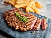 Fotografie Grilovaný hovězí steak