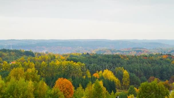 Podzimní mlhavá krajina, časosběrné panorama