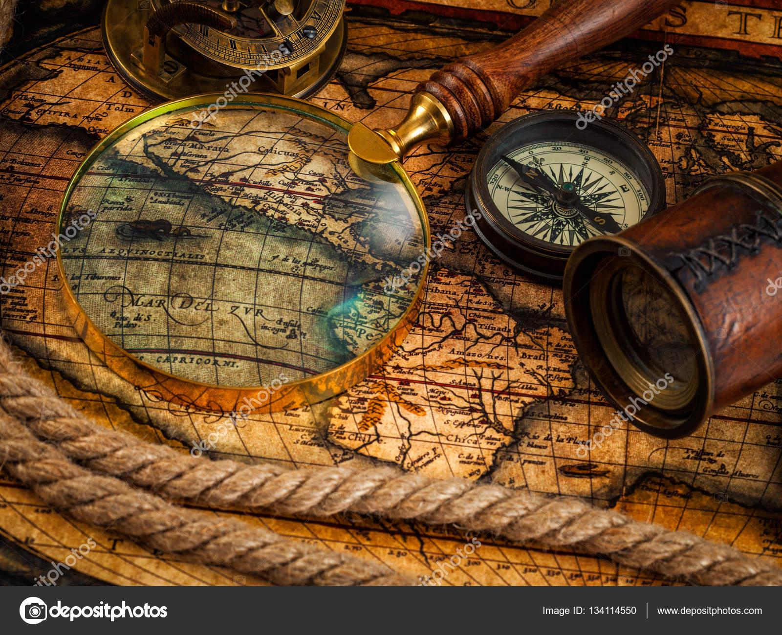 mapa navegação Instrumentos antigos vintage de bússola e navegação no mapa antigo  mapa navegação