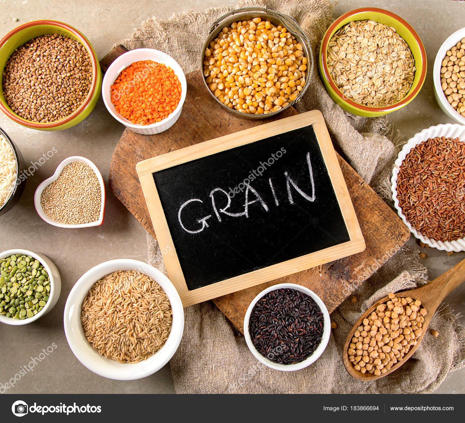 生の健康的な穀物食品 平面図で...