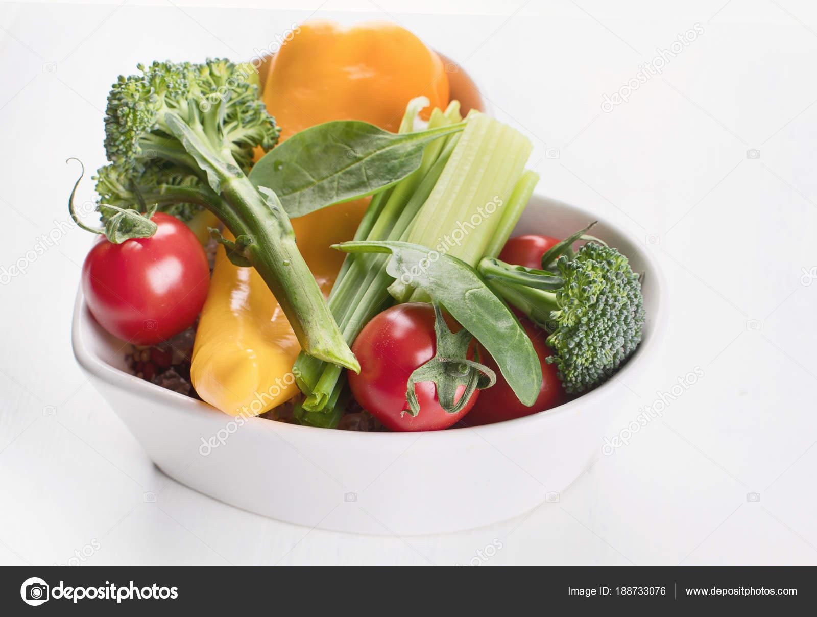 Список покупок книга рецептов план диеты свежие сырые овощи фрукты.