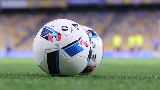 Az Uefa Euro 2016 (Adidas Beau Jeu hivatalos matchballs)