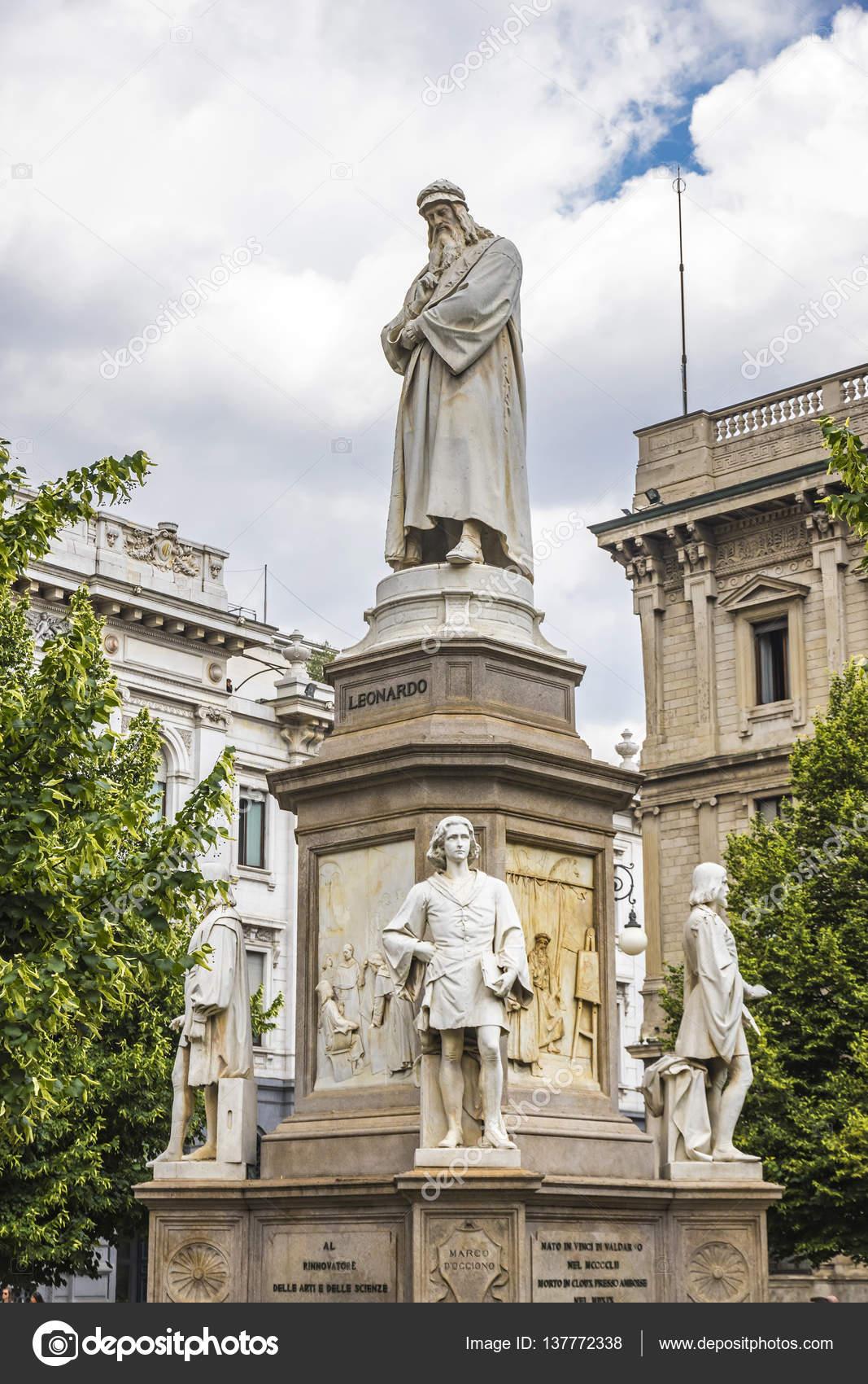 Monumento a Leonardo Da Vinci en Milán, Italia — Foto de stock ...