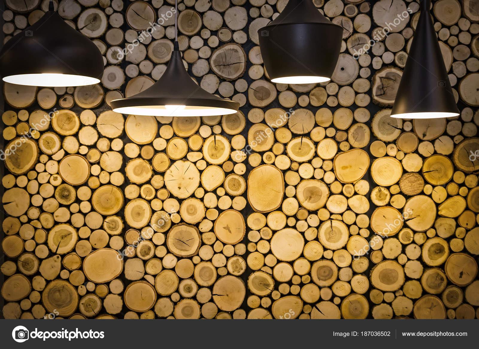 Parete con pannelli decorativi in legno u foto stock katatonia