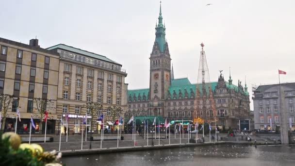 Weihnachtsmarkt am Rathausplatz in Hamburg, Deutschland