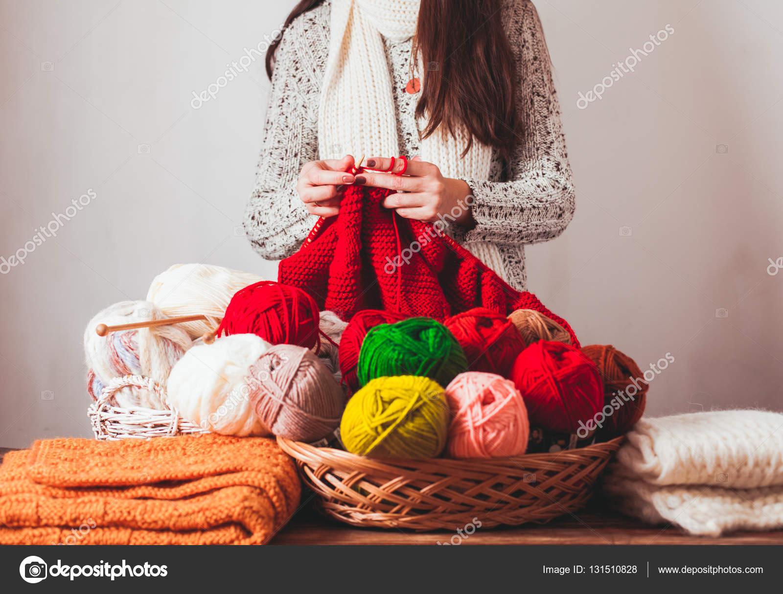 a70734e4a1f Γυναικεία πλεκτά πουλόβερ — Φωτογραφία Αρχείου © oksixx #131510828