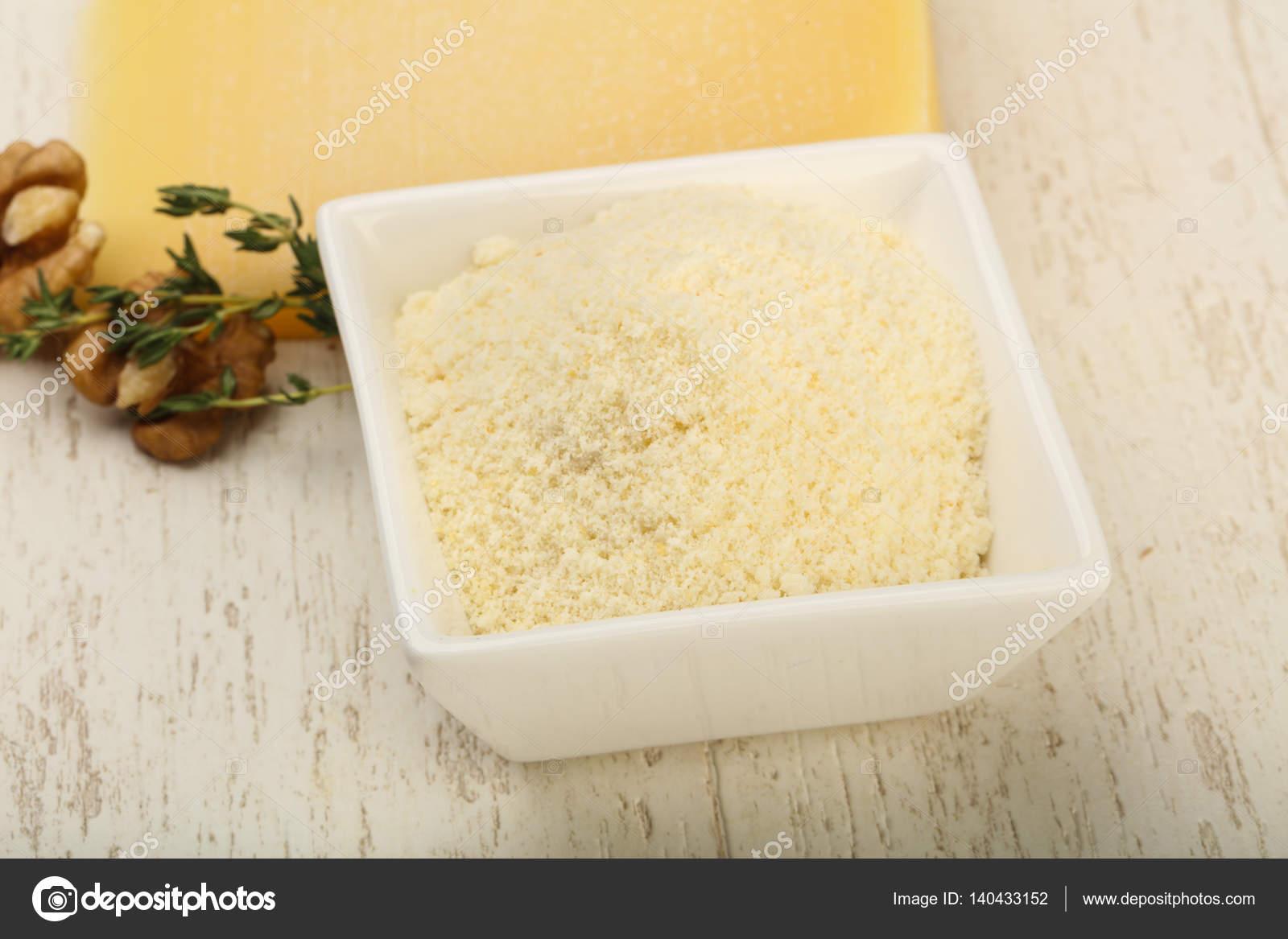 Parmesan, geriebener Käse — Stockfoto © AndreySt #140433152