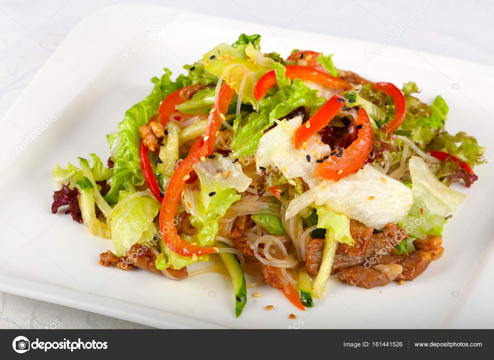 Салат из лапши со свининой