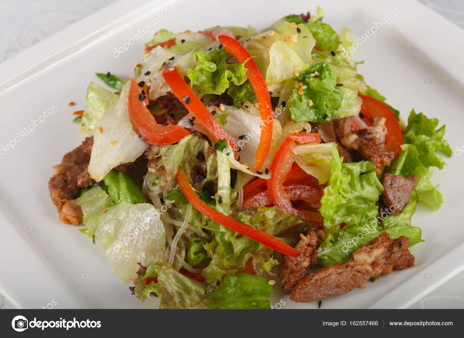 Салат из лапши со свининой изоражения