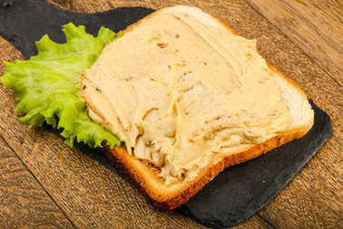 Sandwich with hummus and salad leaves