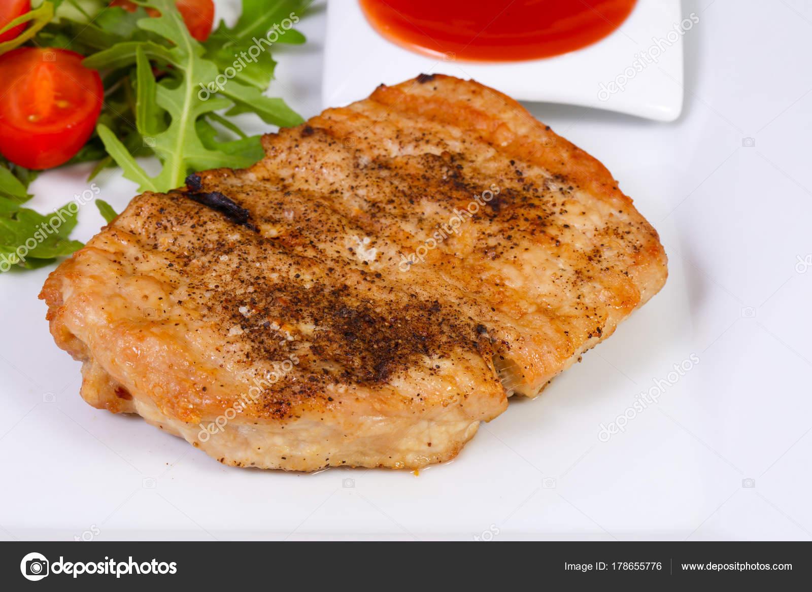 Жареная свинина с соусом
