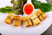 Fotografie Traditional Asian spring roll with shrimps and vegetables