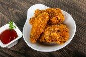 Ropogós csirke szárny, és ketchup
