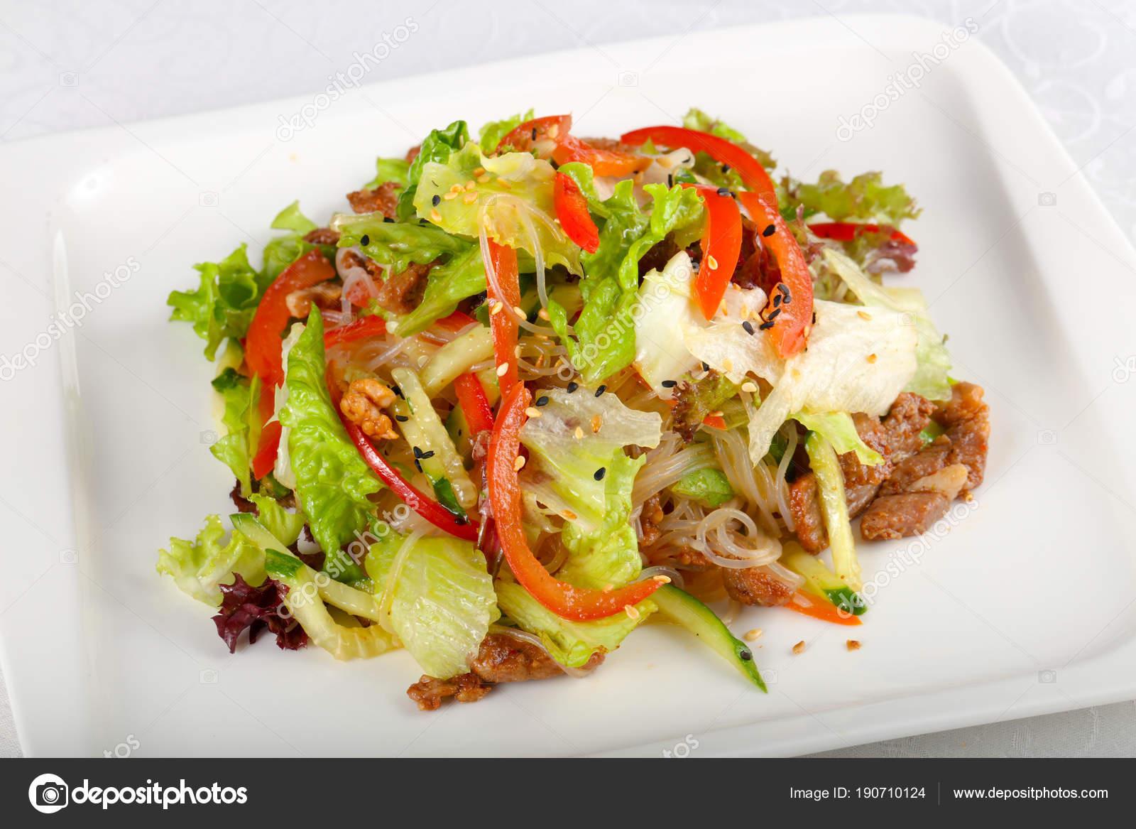 Салат из лапши со свининой картинки