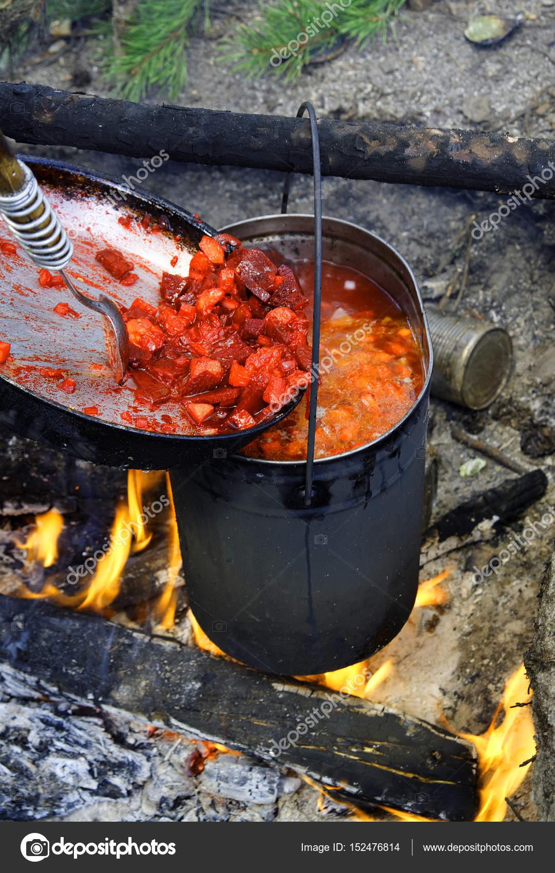 Zubereitung der Suppe in einem Kessel — Stockfoto © krugloff #152476814