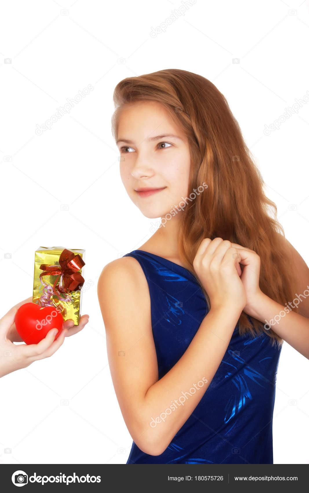 Valentinstag-fest-Geschenk für Mädchen teen — Stockfoto © krugloff ...