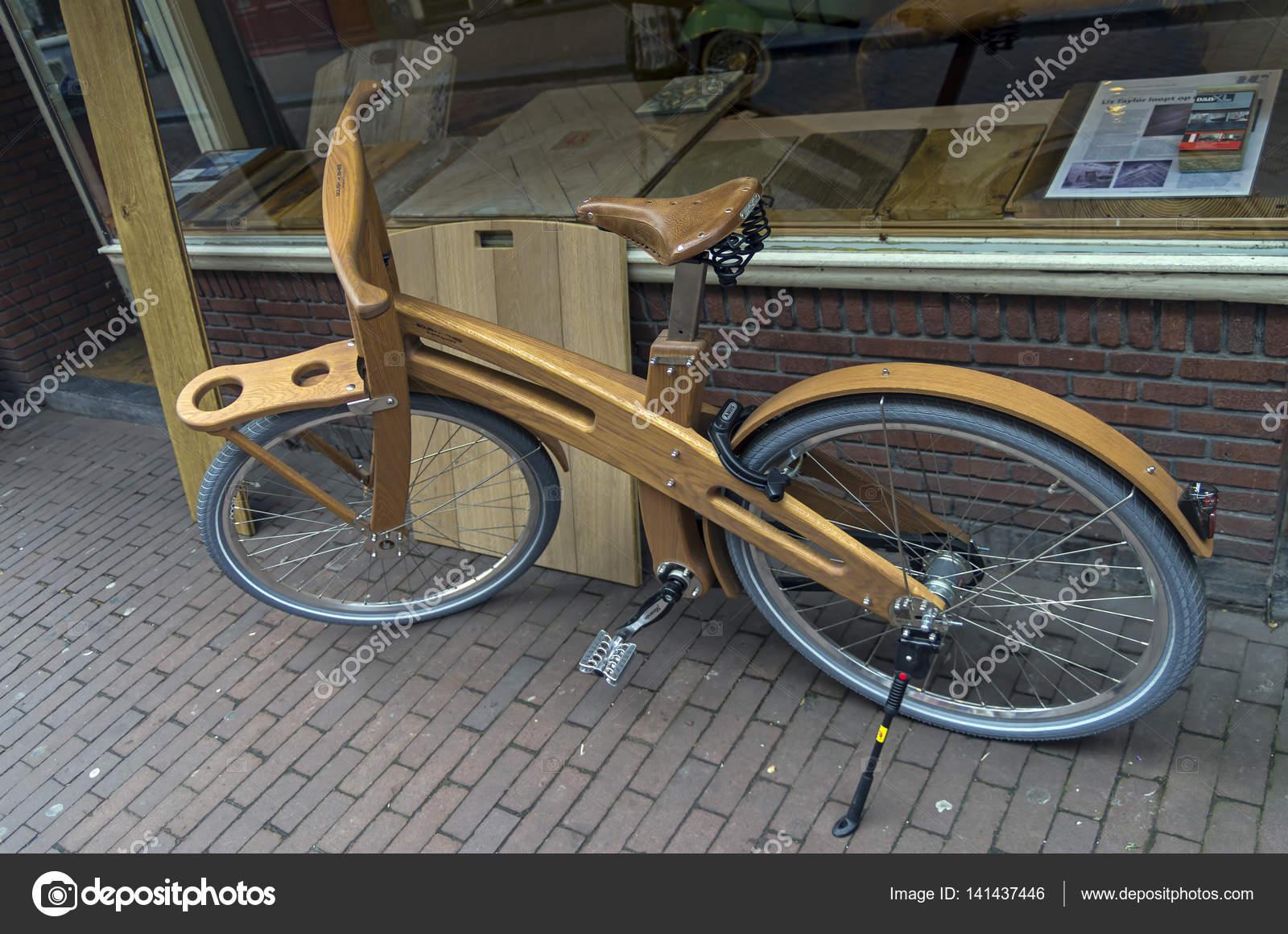 Bicicletta In Legno A Amsterdam Foto Editoriale Stock Possum