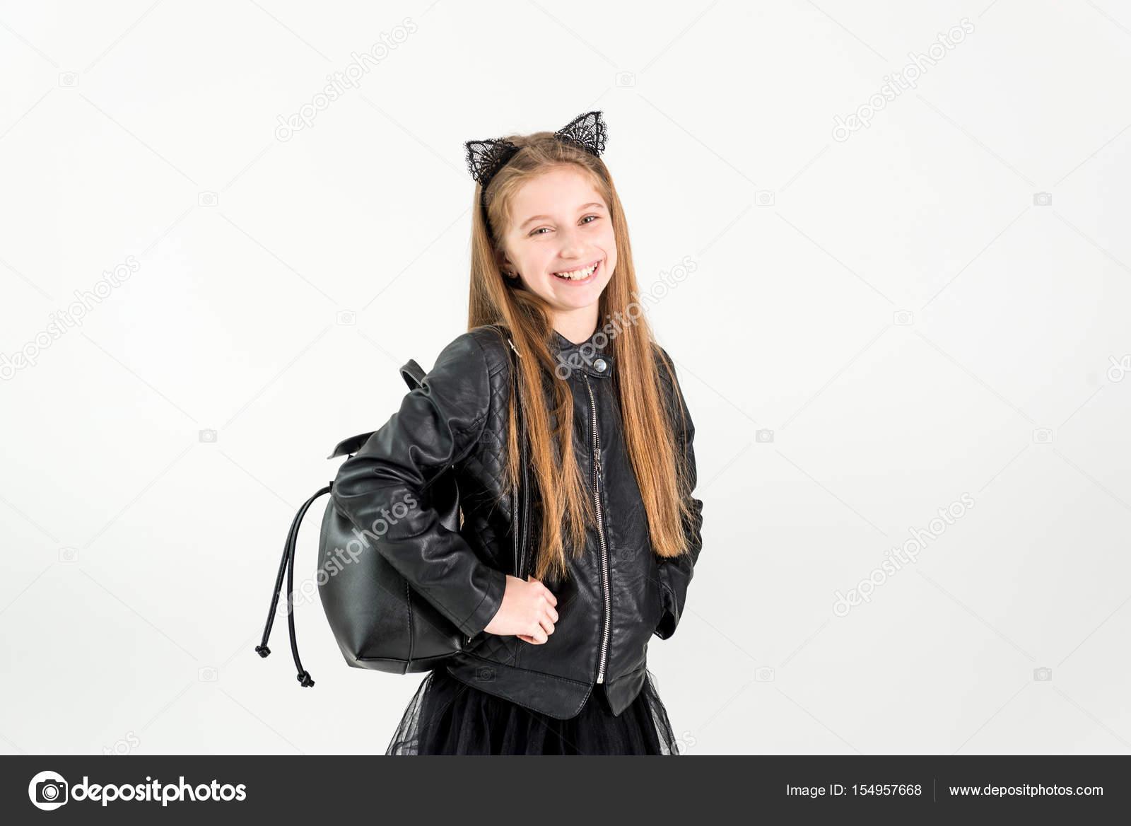 Modische Teenager Mädchen In Einer Schwarzen Jacke Stockfoto