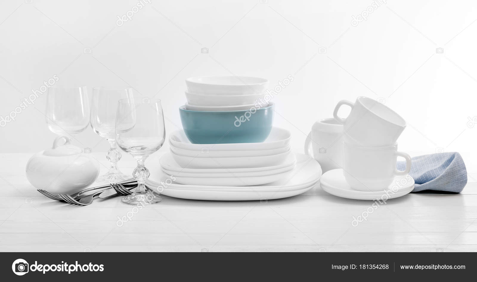 White square dinnerware set with glasses u2014 Stock Photo & White square dinnerware set with glasses u2014 Stock Photo © tan4ikk ...