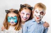 Fényképek Gyermekek elszigetelt állati arc festmények