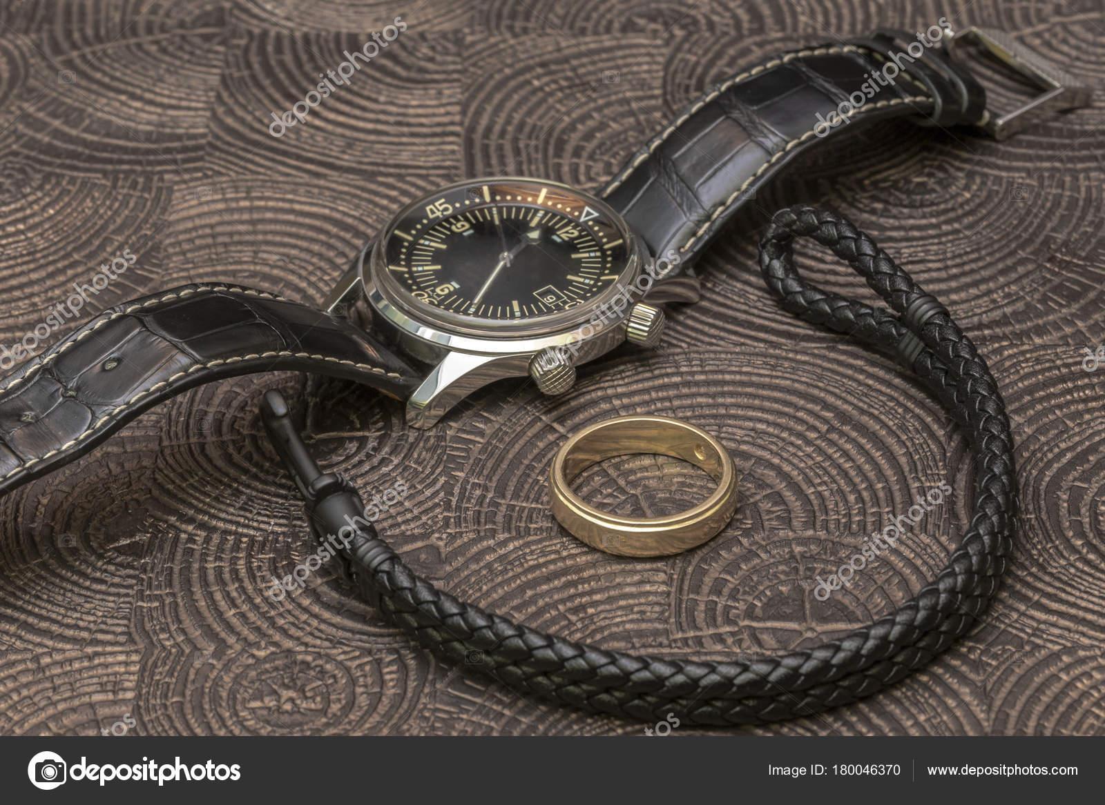 Zakelijke Portemonnee.Een Zakelijke Man Lederen Accessoires Close Up Portemonnee Riem