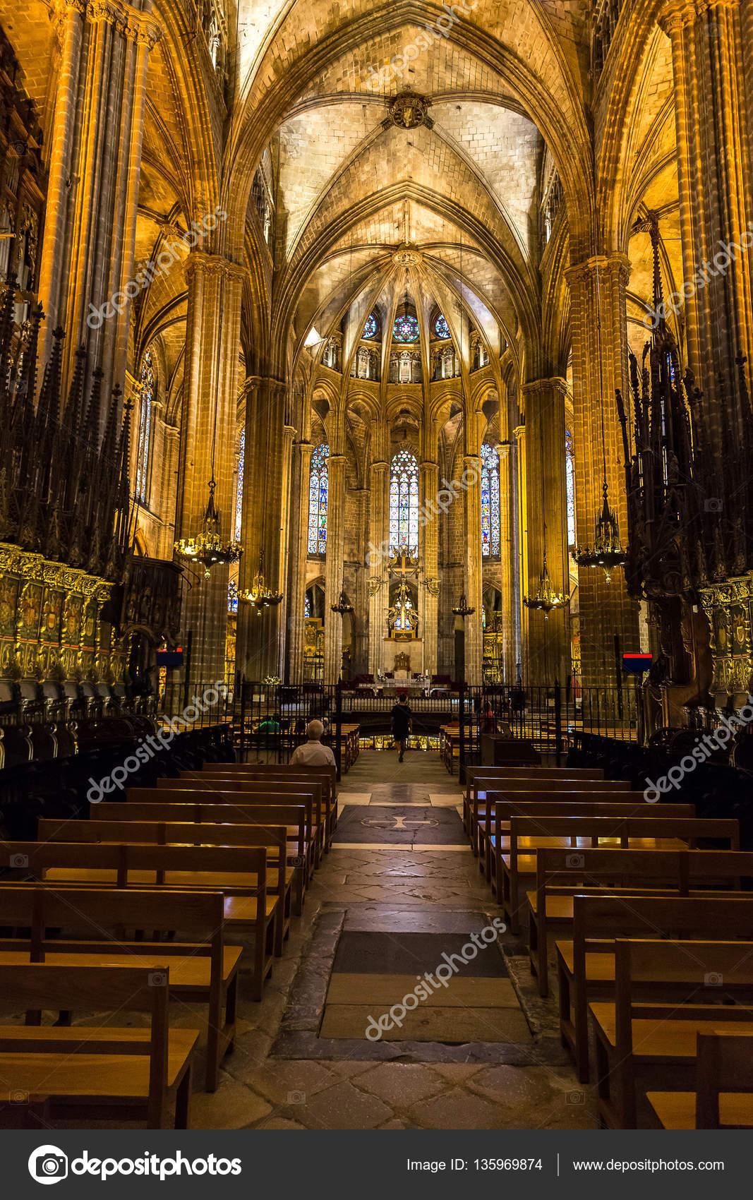 Interior da catedral de barcelona fotografias de stock for Catedral de barcelona interior