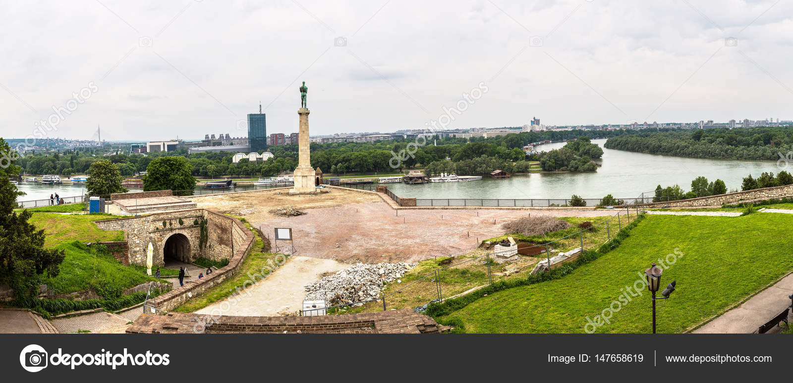 Βελιγράδι αστικού τοπίου από τον ποταμό Sava — Φωτογραφία Αρχείου