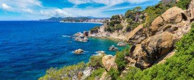 """Картина, постер, плакат, фотообои """"скалы на побережье льорет-де-мар постеры картины фото черно-белые"""", артикул 147659843"""