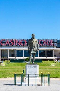 Statue of Fausto Cardoso and Casino Estoril