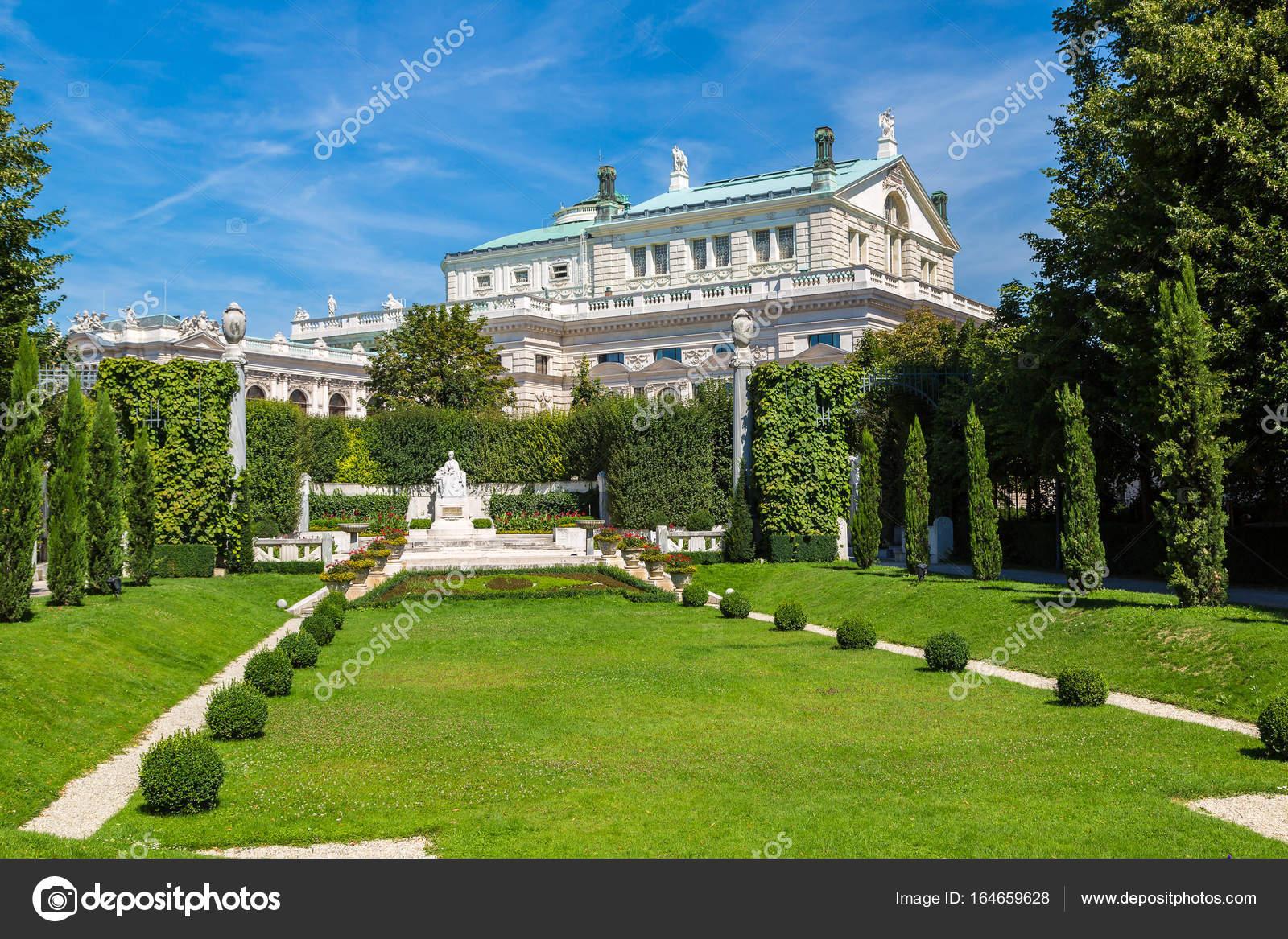Volksgarten Und Burgtheater In Wien Stockfoto Bloodua 164659628