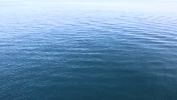 modré mořské hladině