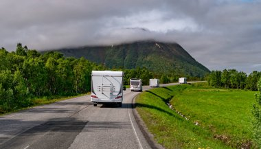 VR karavan araba otoyolda seyahat.