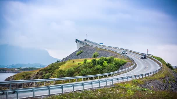 Atlantic Ocean Road nebo Atlantic Road (Atlanterhavsveien) byl udělen titul (Norwegian Construction of the Century). Silnice klasifikovaná jako národní turistická trasa.