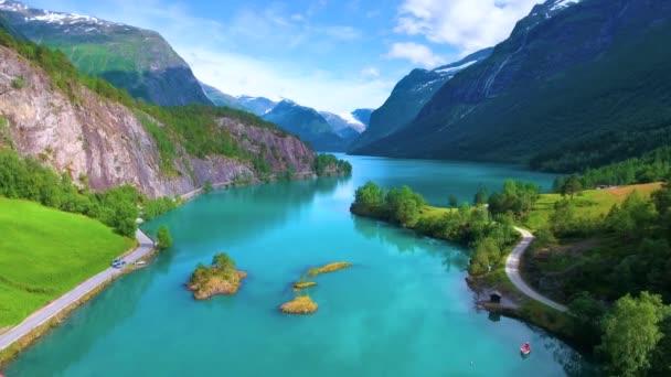 Krásná příroda Norsko přírodní krajina. Letecké záběry Lovatnet Lake.