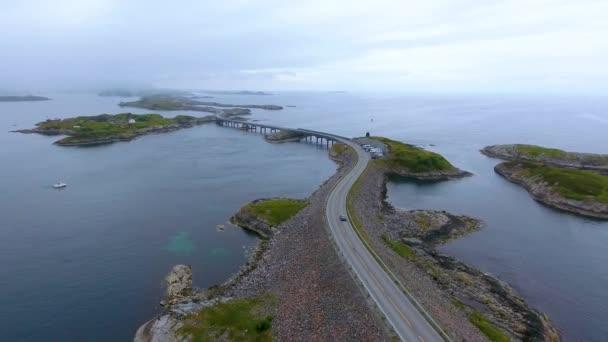 Letecký pohled Atlantic Ocean Road nebo Atlantic Road (Atlanterhavsveien) byl udělen titul (Norská výstavba století). Silnice klasifikovaná jako národní turistická trasa.