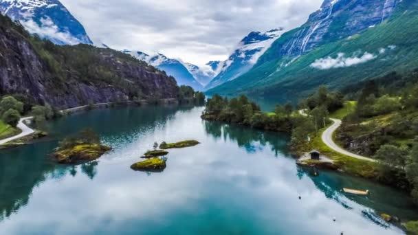 Schöne Naturlandschaft Norwegens. Luftaufnahmen vom Lovatnet-See.