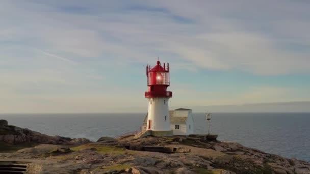 Küstenleuchtturm. Der Leuchtturm von Lindesnes ist ein Leuchtturm an der Küste am südlichsten Zipfel Norwegens.