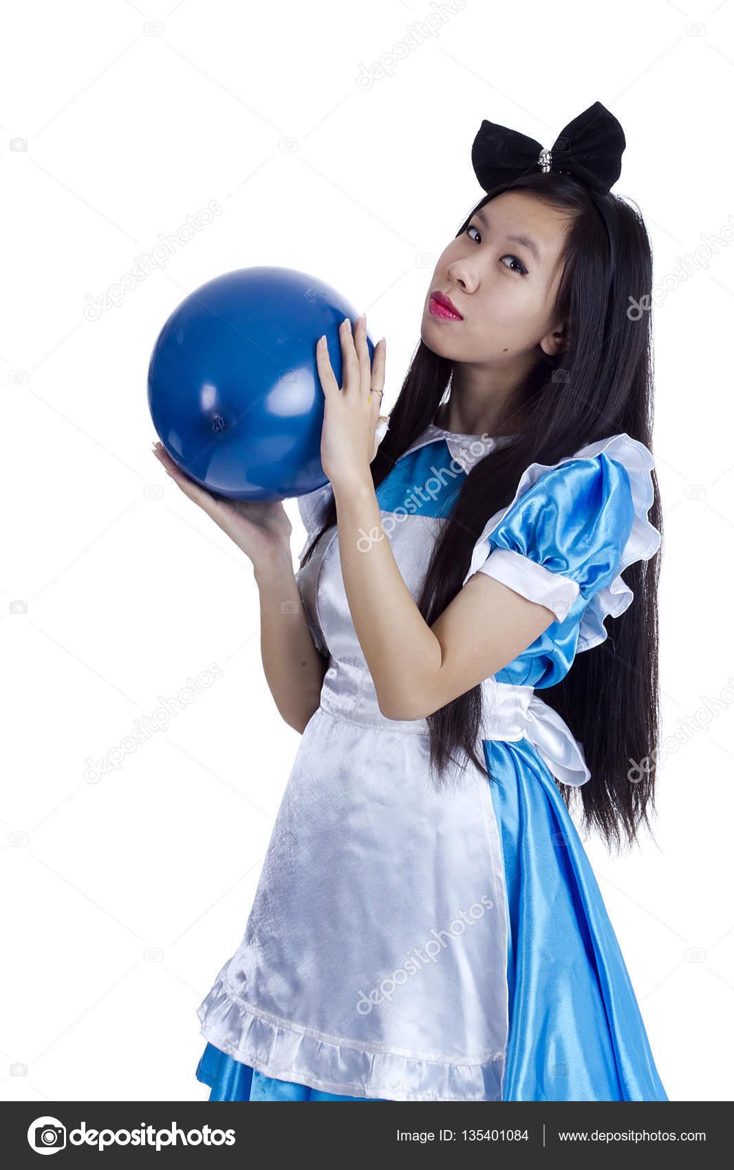 Молодая девушка изображений, одна сосет три хуя