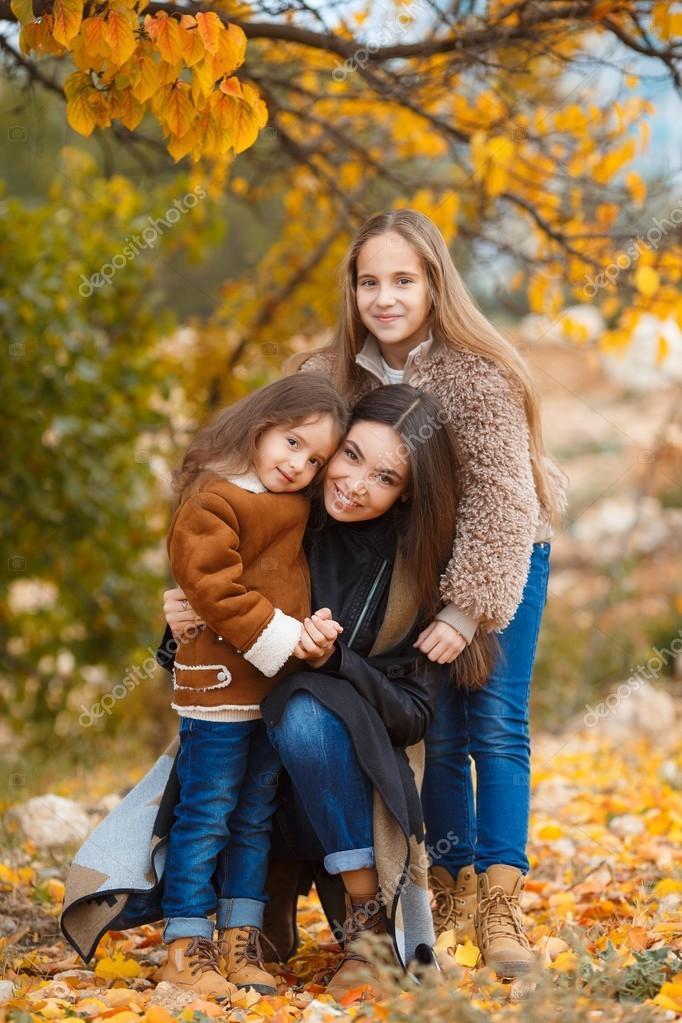 Картинка сестренки на прогулке, моем