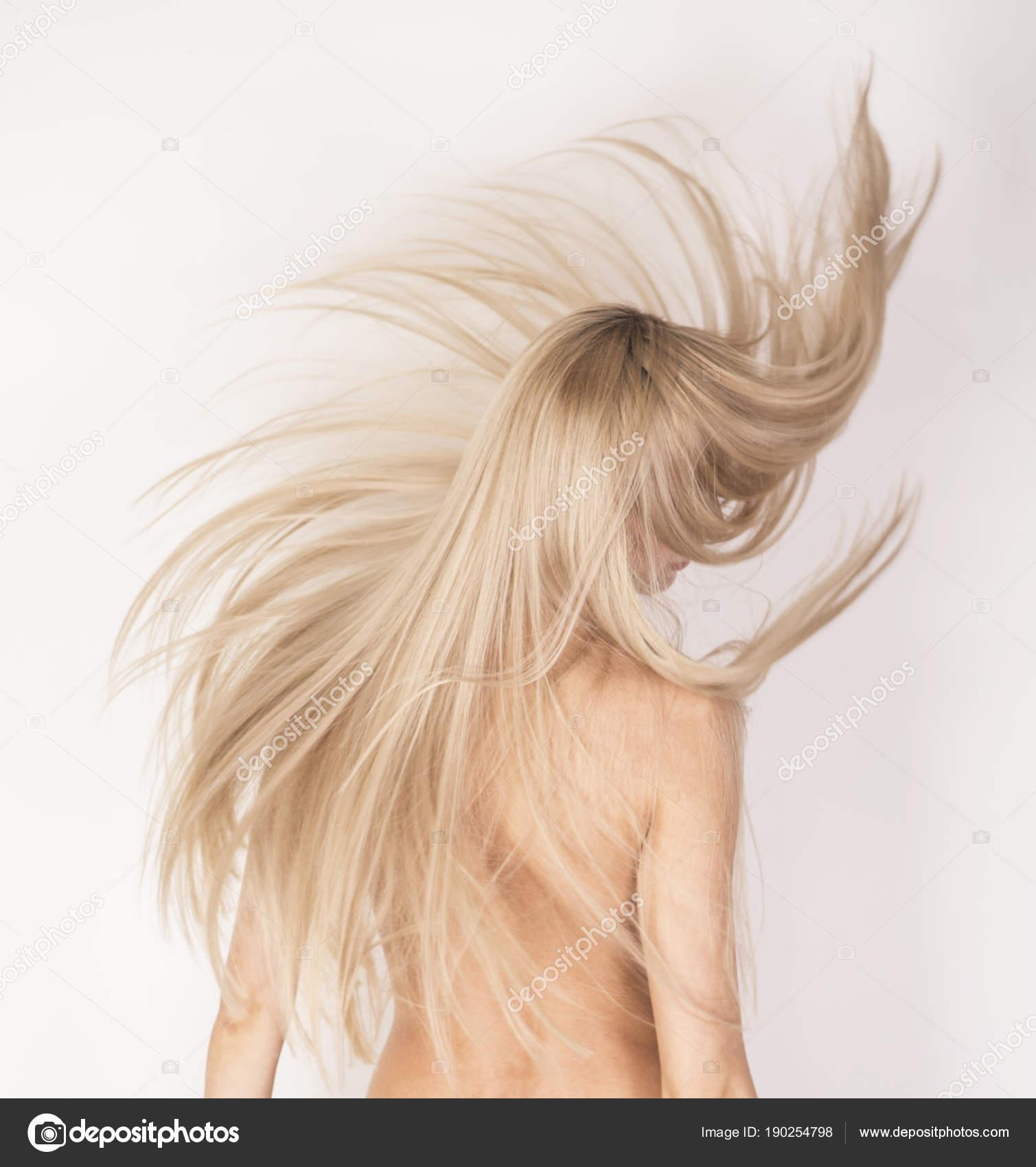 Блондинка С Кудряшками Ню Фото
