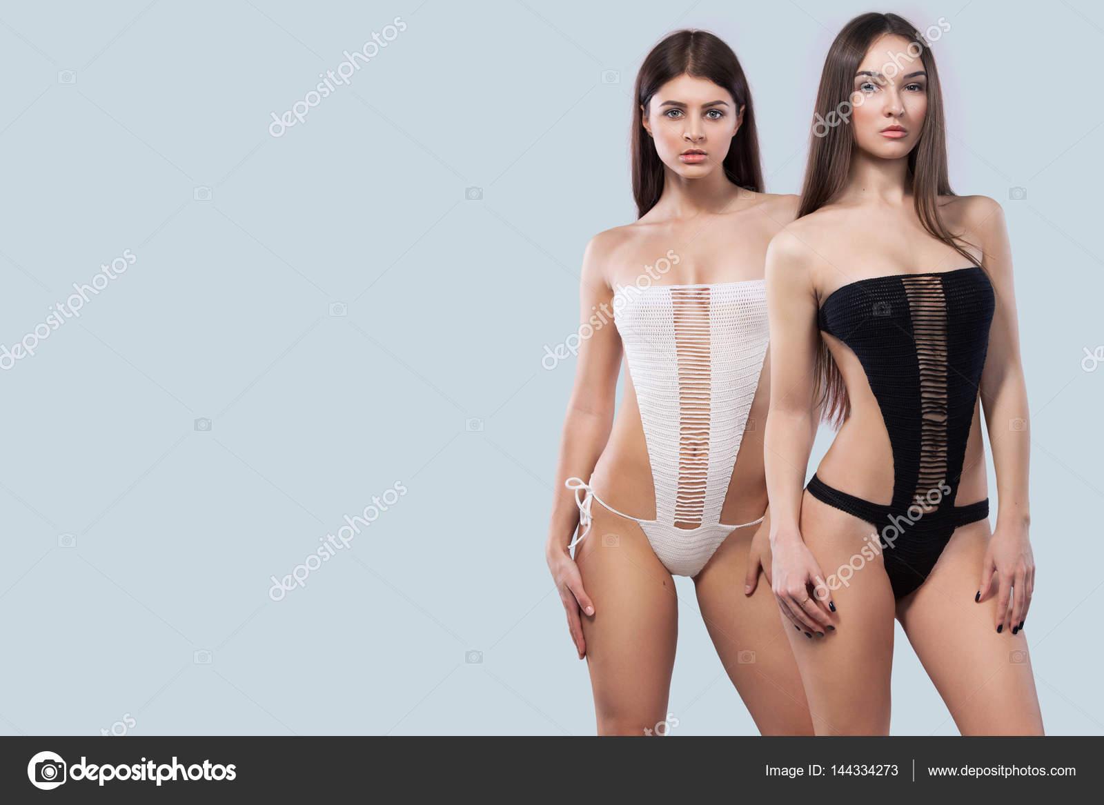 Hot Brunette Babe Perfekter Körper