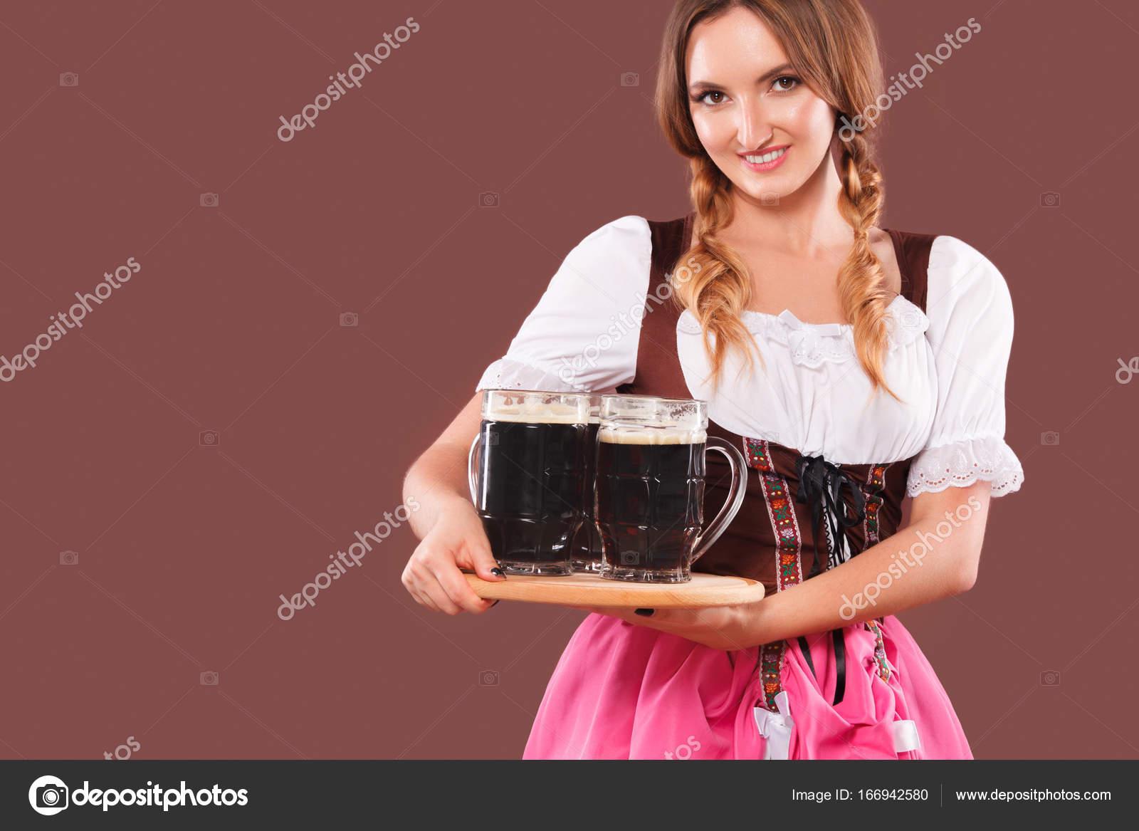 8d48e00c78c Jeune sexy Oktoberfest fille - serveuse
