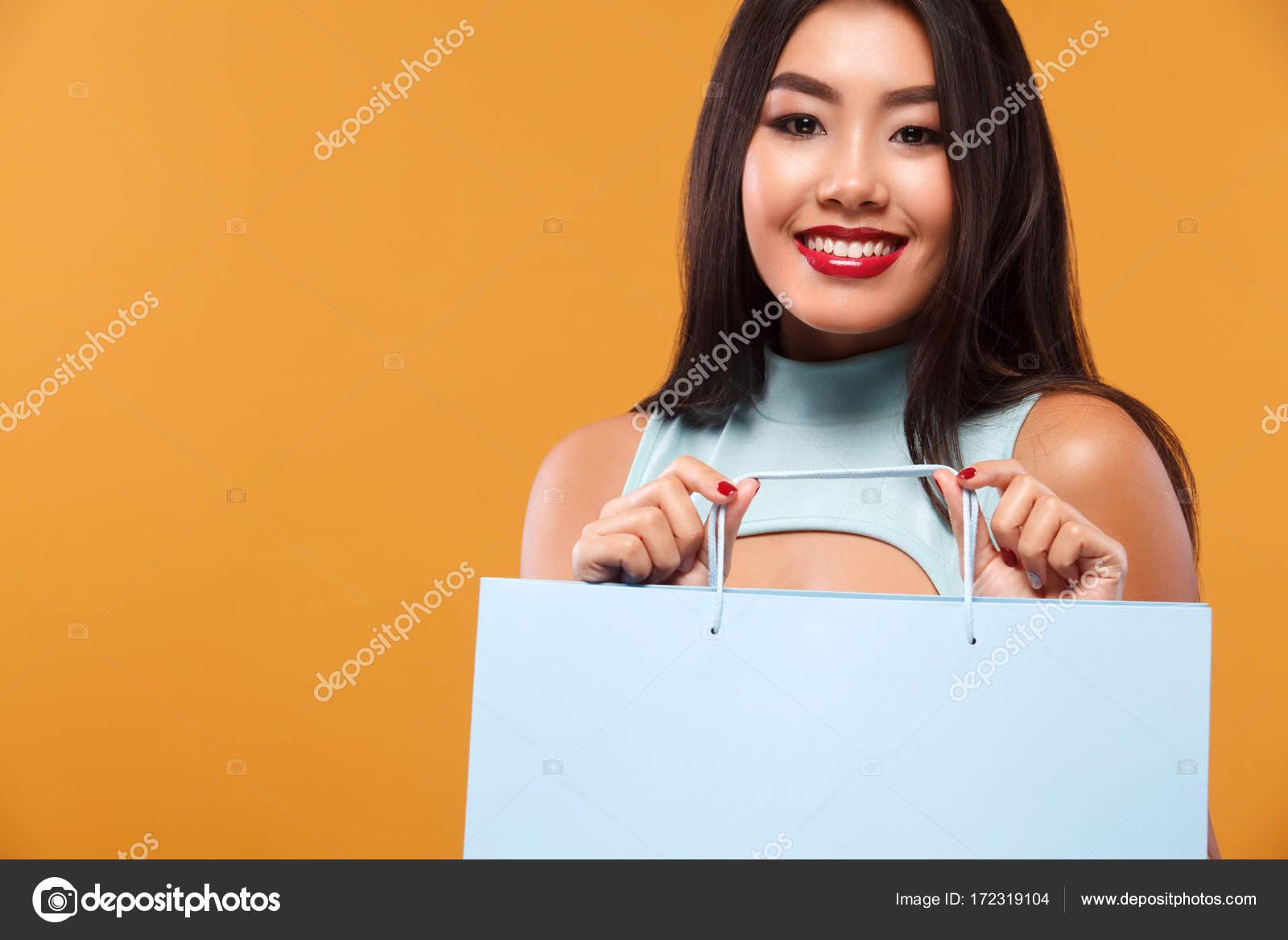 Asiatique Shopping Bleu Sur Tenant Sac Isolé Heureuse À Fond Femme 5Aj34LR