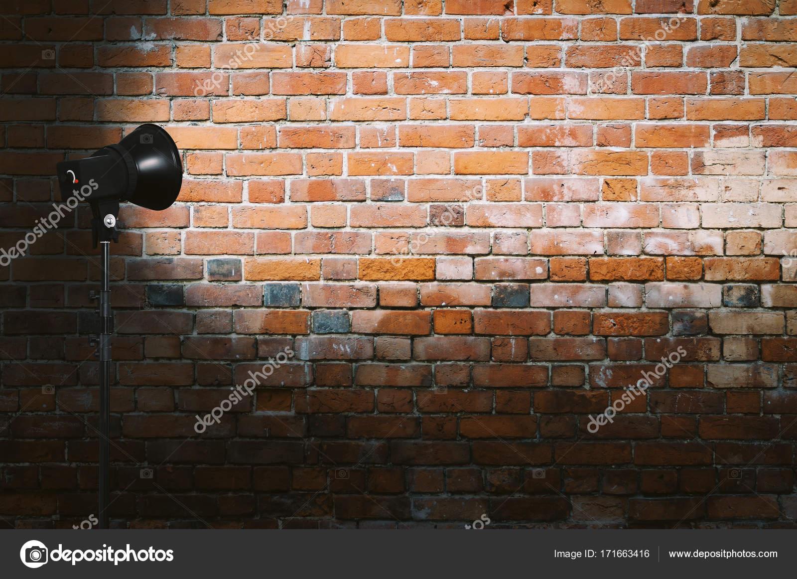 lumi re sur le mur de briques photographie avlntn 171663416. Black Bedroom Furniture Sets. Home Design Ideas