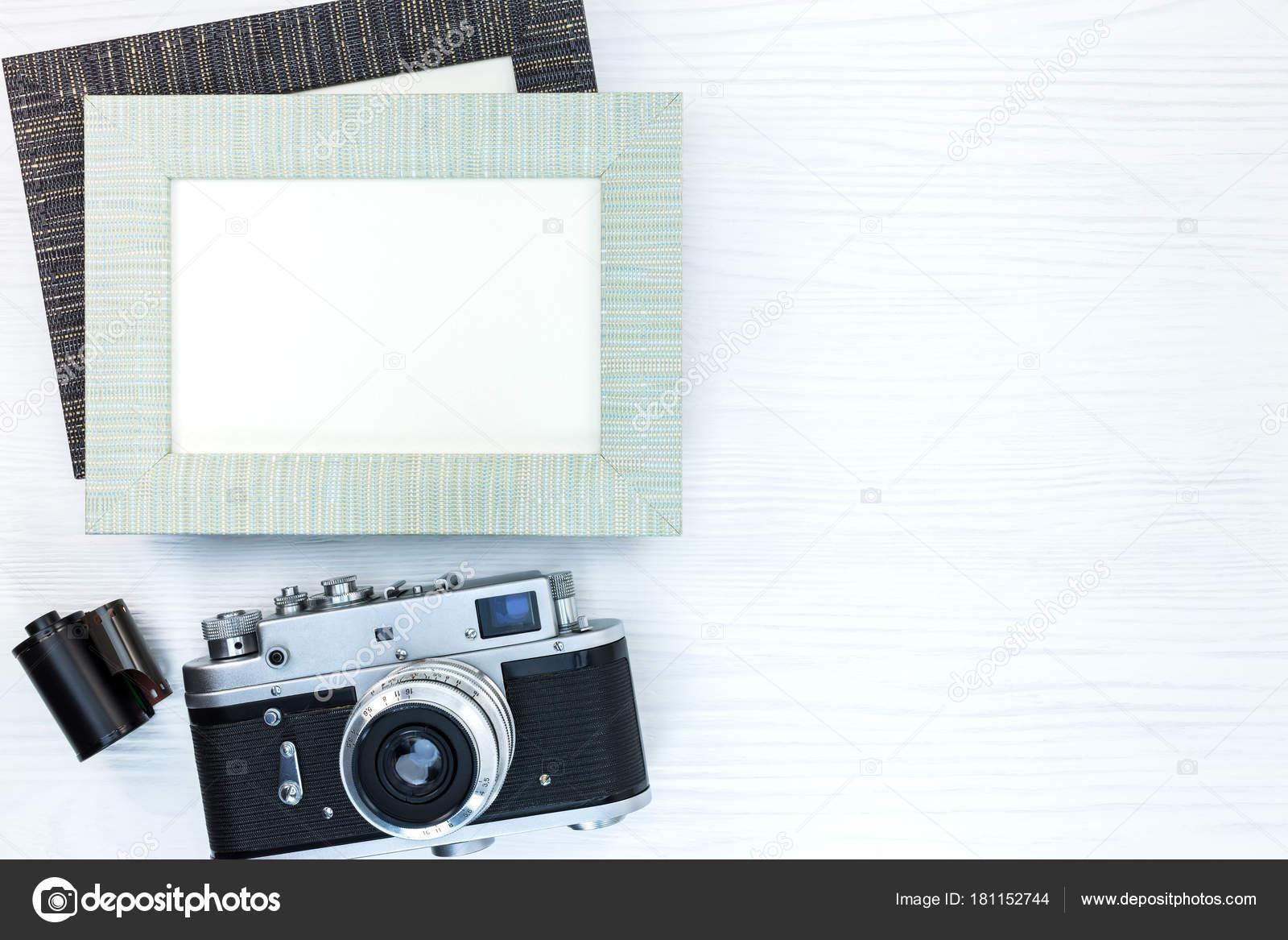 retra cámara con rollo de película y dos marcos vacíos en el ...